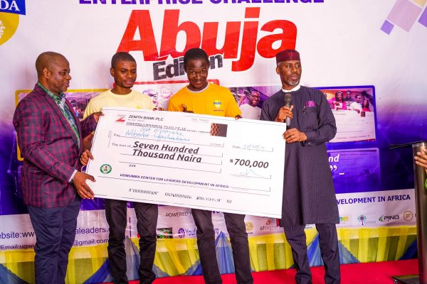 Handing-over-of-cheques-to-the-star-prize-winners-at-the-EUC-Abuja-Edition-3