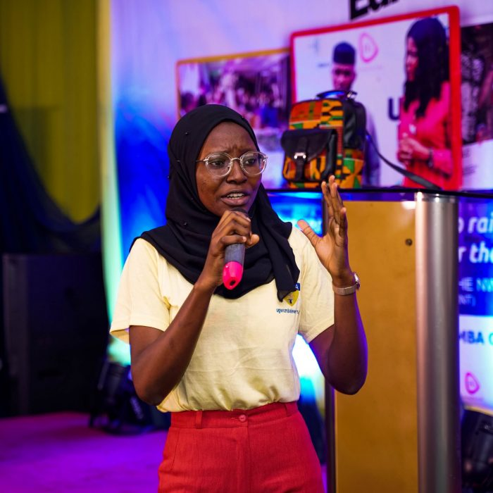 One-of-the-young-entrepreneurs-pitching-her-idea-before-the-panel-2